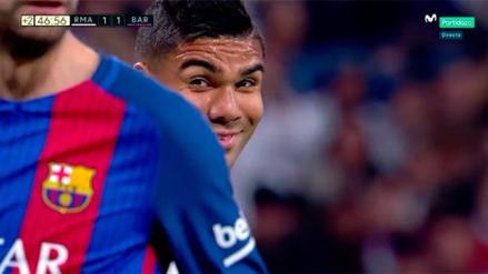 La sonrisa de Casemiro a Piqué tras ser insultado en el derbi español