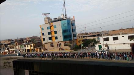 VES: Largas colas de usuarios en la estación de tren del Metro de Lima