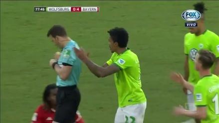 Luiz Gustavo aplaudió al árbitro su insólita expulsión en la Bundesliga