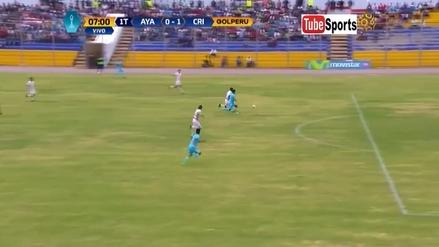 Irven Ávila aguantó al defensa en el área de Ayacucho y anotó para Cristal