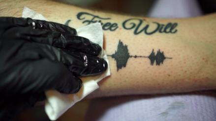 ¿Llevar tus audios favoritos en tu piel? Sí, llegaron los tatuajes con sonido