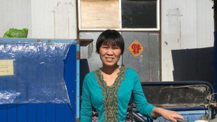 La historia de supervivencia de una limpiadora fascina a miles de chinos