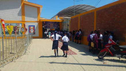 Alumnos damnificados del Bajo Piura inician año escolar 2017