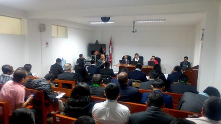 En juicio contra Santos notario reconoció que falsificaron su rúbrica