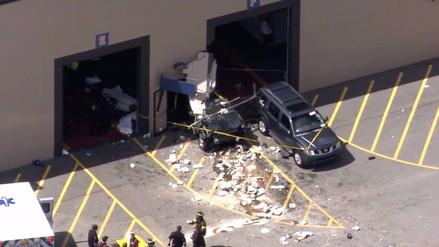 Al menos tres muertos en choque de auto contra multitud en Massachusetts