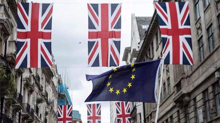 La Unión Europea pedirá 100,000 millones de euros a Reino Unido por el Brexit