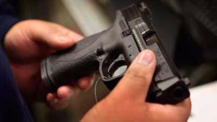 Promulgan ley en Georgia, EE.UU., que permite llevar armas en universidades