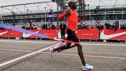Eliud Kipchoge corre el maratón más rápido de la historia: 2h00:25