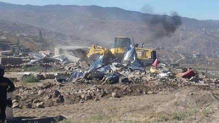 Destruyen 50 viviendas construidas en terrenos del gobierno regional