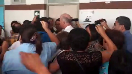 Gobernador Regional de Ica fue insultado por trabajadores de hospital