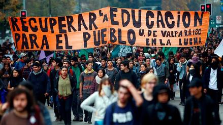 Estudiantes chilenos marchan y exigen condonación de la deuda universitaria