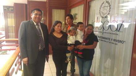 Piden dos millones de soles de reparación por bebes cambiados en Arequipa