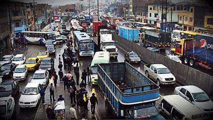Varias avenidas de Lima registraron hoy mayor tráfico al usual en hora punta