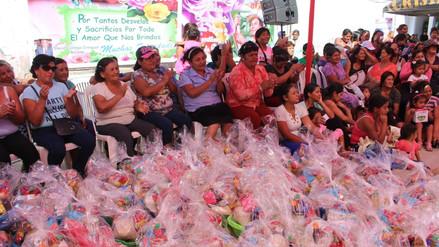 Chiclayo: emotivo homenaje reciben más de dos mil madres de los comedores populares