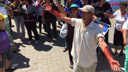 Trabajadores tumaneños se desangran para llamar la atención de ministros
