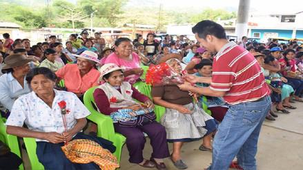 Con entrega de canastas, bailes y almuerzos se celebra el Día de la Madre