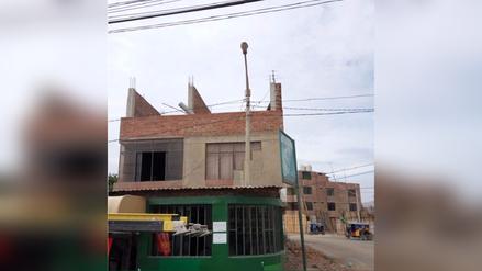 Monsefú: construyen casa con poste de luz en su interior