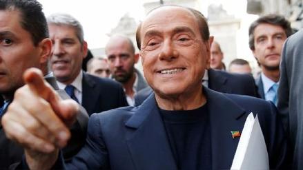Silvio Berlusconi se burló de la relación de Emmanuel Macron y su esposa