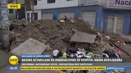 Toneladas de basura acumulada al lado del Hospital María Auxiliadora