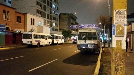 Jesús María: Buses utilizan avenida Arenales como estacionamiento