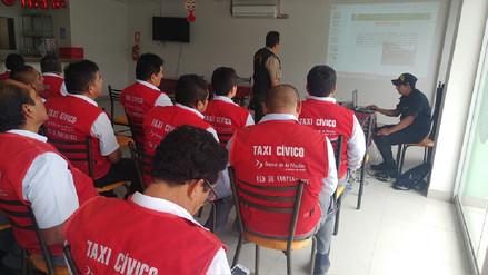 "Capacitan a taxistas para fortalecer programa de seguridad denominado ""Taxi cívico"""