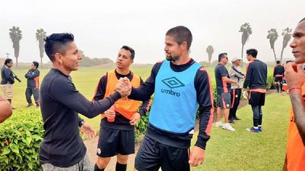 Raúl Ruidíaz visitó al plantel de Universitario en Campo Mar