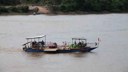 Inauguran balsa flotante para traslado de vehículos por el río Huallaga