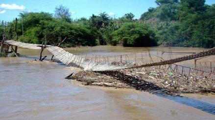 Reinstalan puente colgante que fue arrasado por el río Zaña