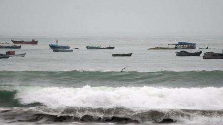 Continúa el cierre de puertos y caletas por oleajes en Lambayeque