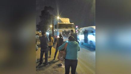 Puente Piedra: Reclaman por estacionamiento de vehículos en plena Panamericana Norte