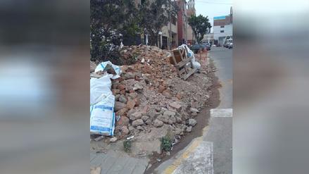 Desmonte en vereda impide tránsito peatonal en Pueblo Libre