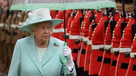 La reina Isabel II condenó el atentado en Manchester y lamentó las muertes