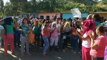 Trabajadores de langostinera bloquearon la Panamericana Norte