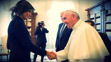 La broma del papa Francisco para romper el hielo que solo Melania Trump entendió