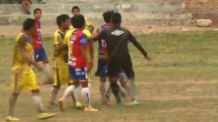 Árbitro respondió con una patada a un futbolista en la Copa Perú