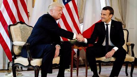 El insólito apretón de manos entre Donald Trump y Emmanuel Macron