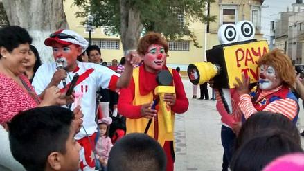 Chiclayo: colorido pasacalle realizaron decenas de payasitos en su día