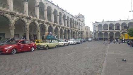 Caos vehicular por cierre de vía de Plaza de Armas de Arequipa