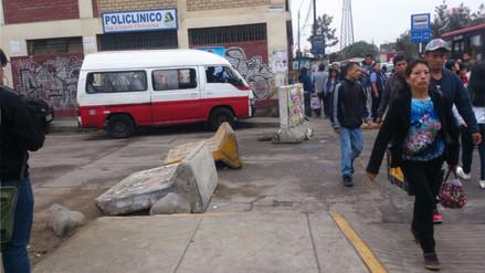 SMP: Combis y autos utilizan veredas para evitar tráfico