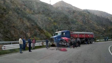 Tarma: muere pasajera de mototaxi tras choque contra tráiler