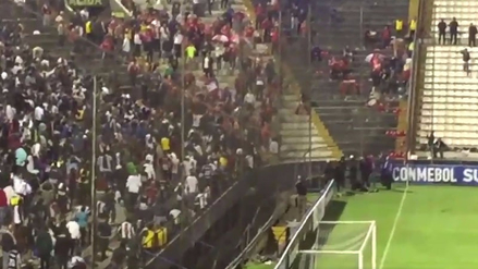 Incidentes en la tribuna entre hinchas de Alianza Lima e Independiente