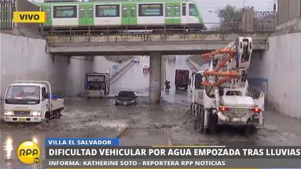 Un by-pass inundado por lluvias dificultó el tránsito vehicular en Villa El Salvador