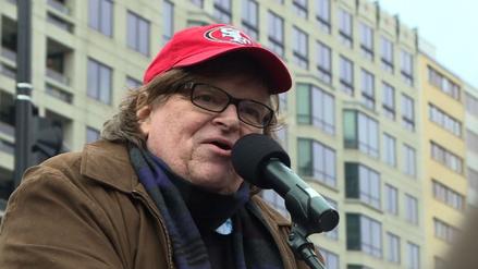 """Michael Moore: """"Trump ha cometido un crimen contra la humanidad"""""""
