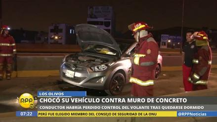 Un conductor se quedó dormido y chocó su auto contra un muro en Los Olivos