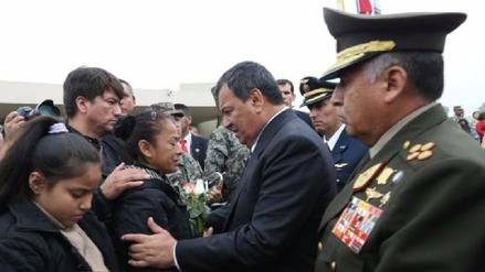 Ministro Nieto fue al sepelio de uno de los soldados que murieron en playa Marbella