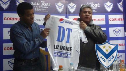 Julio César Uribe fue presentado como DT del San José de Oruro