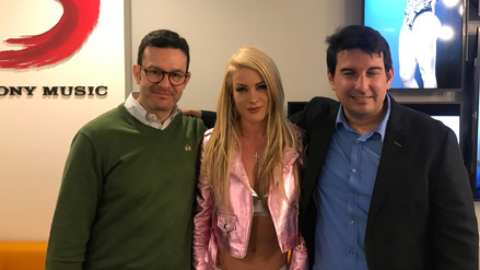Leslie Shaw firmó contrato con Sony Music