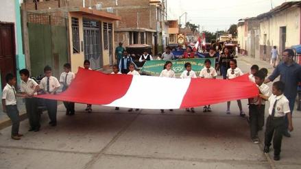 Tradicional paseo de la Bandera en el distrito de Zaña