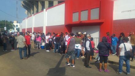 Trujillo: hinchas ya forman largas colas para el Perú vs. Paraguay