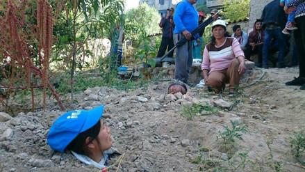 Tres hijos de una familia se enterraron para evitar desalojo
